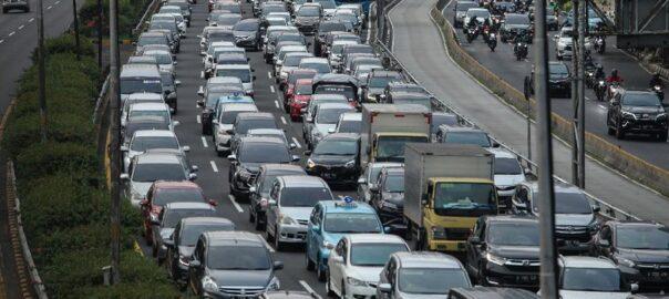Kondisi Jakarta Kembali Macet Ini Dia Tips Menghemat Bahan Bakar Mobil